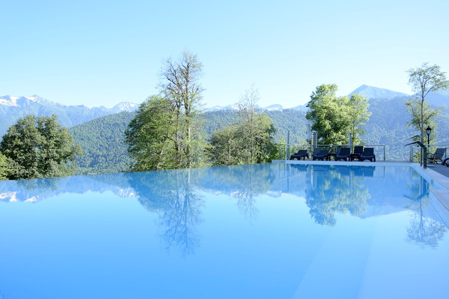 Бассейн с подогреваемой водой Green Flow Hotel