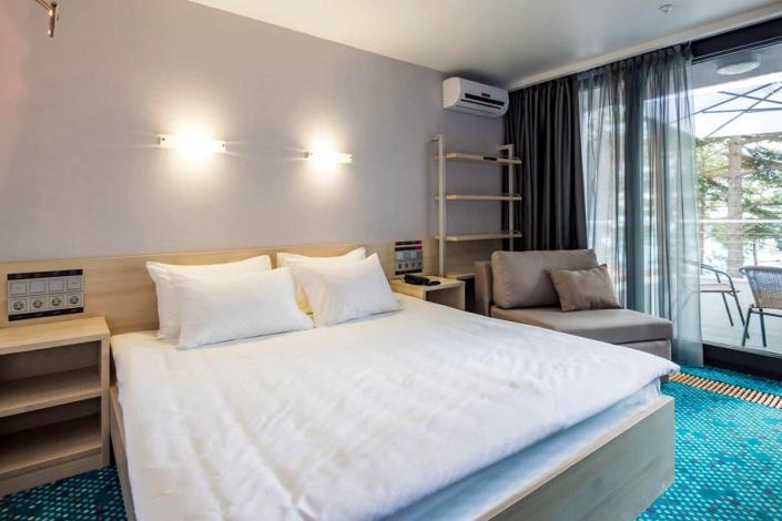 Улучшенный двухместный номер с террасой и двуспальной кроватью отеля Грин Парк