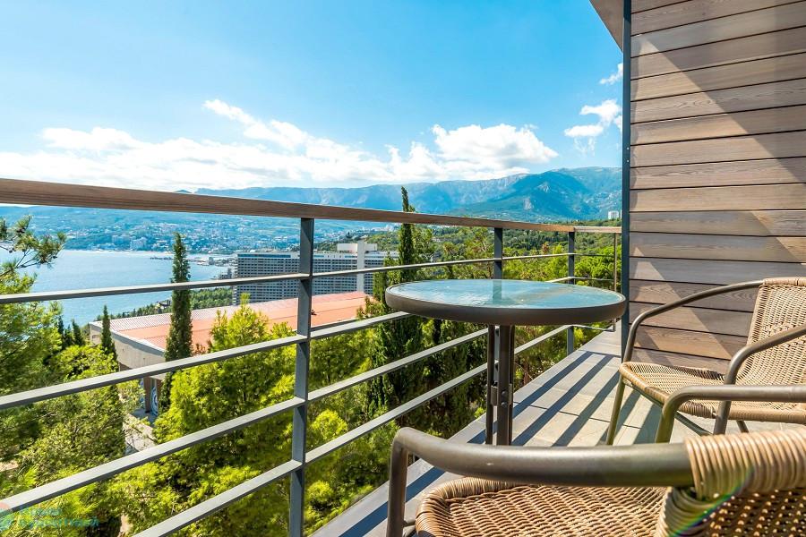 Вид с балкона одного из номеров отеля Грин Парк