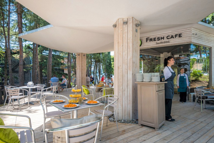 Кафе на территории отеля Грин Парк