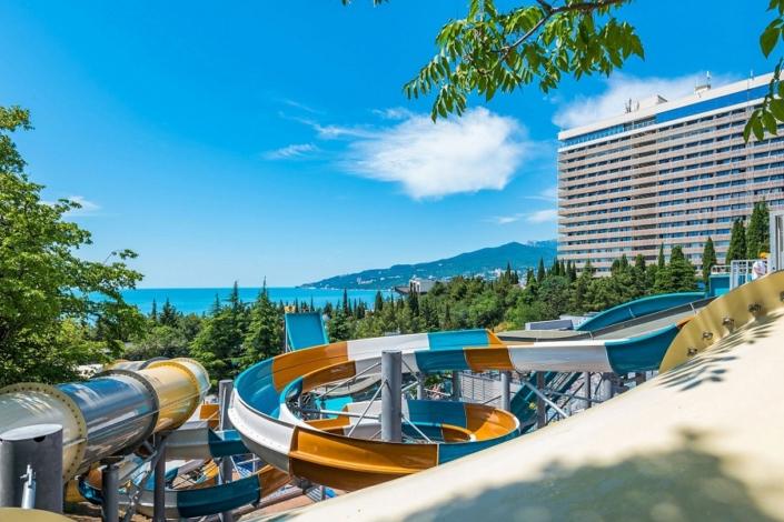 Аквапарк на объединенной территории отелей Ялта-Интурист и Грин Парк, Крым