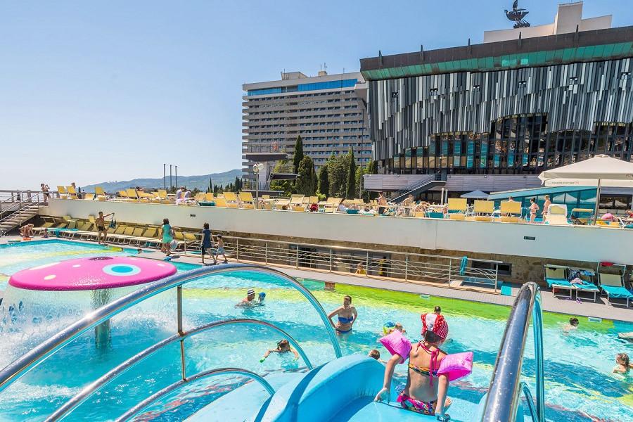 Детский бассейн на объединенной территории отелей Ялта-Интурист и Грин Парк, Крым