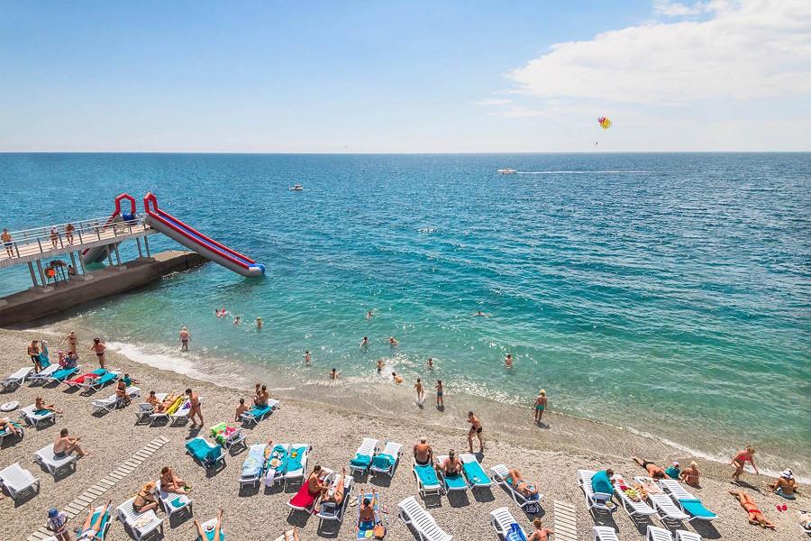 Пляж отелей Ялта-Интурист и Грин Парк, Крым