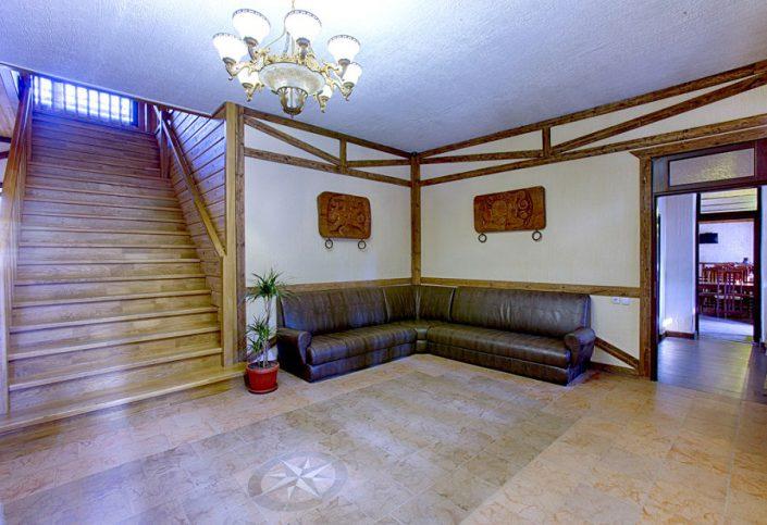 Холл гостиницы Грифон