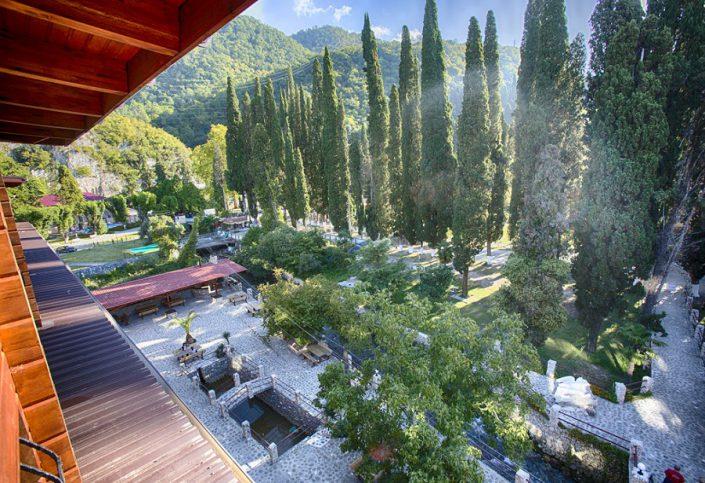Вид на территорию гостиницы Грифон