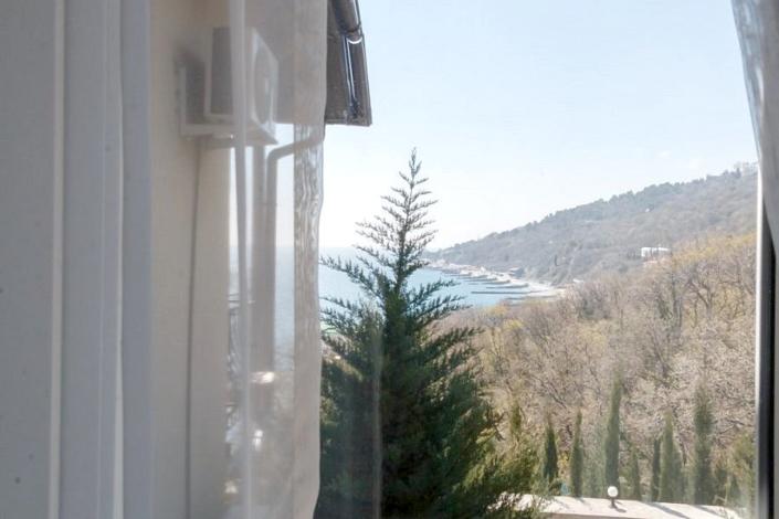Вид на горы и море с балкона Стандартного номера пансионата Гринцовский