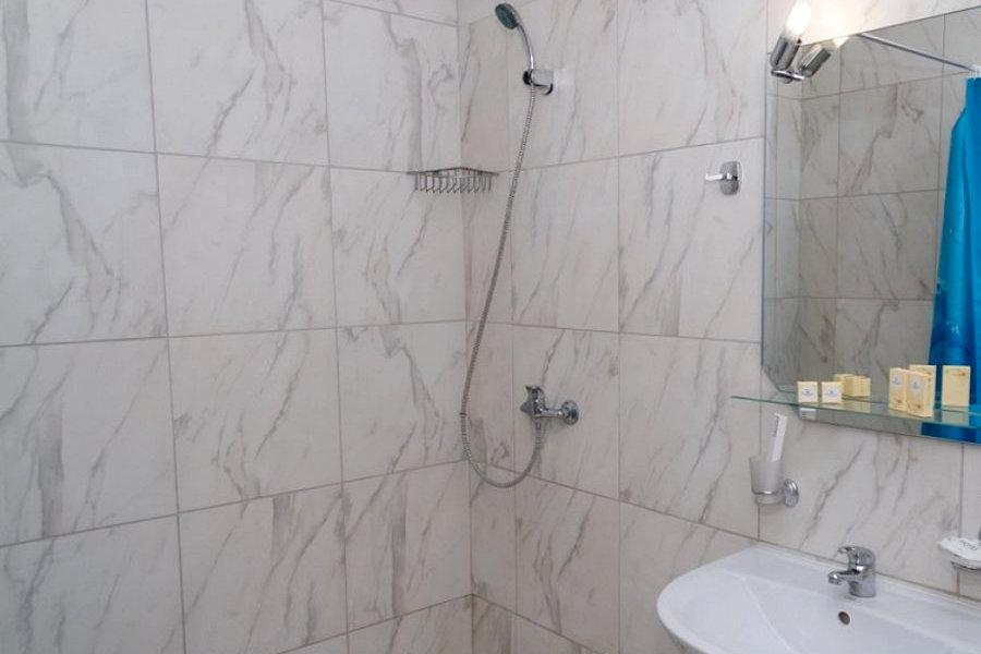 Туалетная комната номера Комфорт пансионата Гринцовский