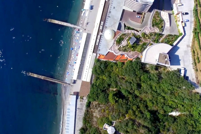 Вид на территорию и пляж курортного комплекса Ливадийский, Крым, Ялта