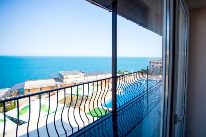 Вид на море из номера Люкс Комфорт пансионата Гринцовский