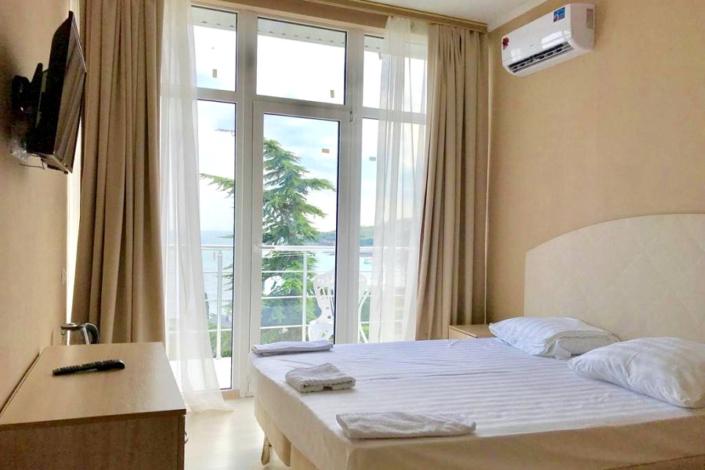 Стандарт Улучшенный двухместный с видом на море в отеле Gurzuf Sunrise