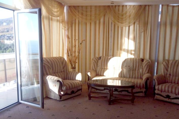 Люкс четырехместный в отеле Gurzuf Sunrise