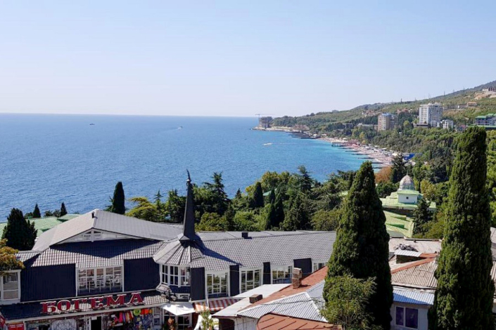 Вид на море с балкона номера отеля Gurzuf Sunrise