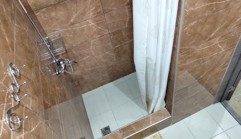 Туалетная комната Улучшенного номера в корпусе Бриз санатория Гурзуфский