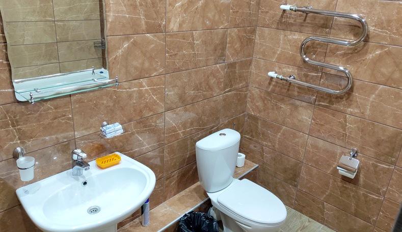 Туалетная комната номера Люкс в корпусе Бриз санатория Гурзуфский