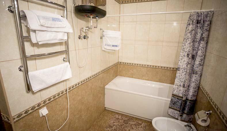 Туалетная комната номера Люкс двухкомнатный в корпусе Гагаринский санатория Гурзуфский