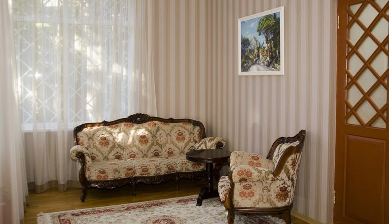 Гостиная в корпусе Климатопавельон санатория Гурзуфский