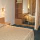 Апартаменты с кухней четырехместные трехкомнатные апарт-отеля Holiday