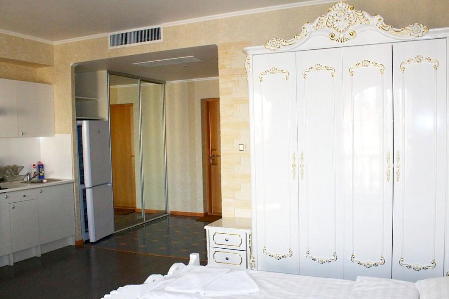Апартаменты Премиум с кухней двухместные апарт-отеля Holiday