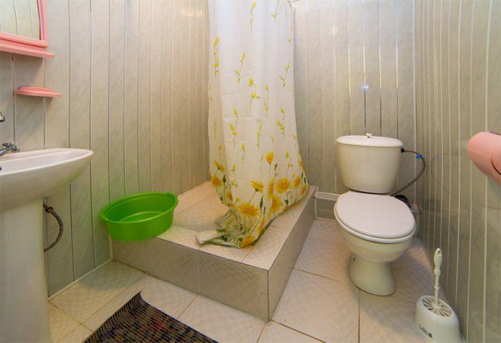 Туалетная комната Стандартного трехместного номера в корпусе Репруа