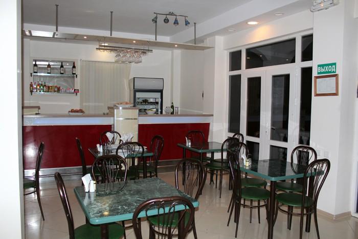 Кафе отеля Лебедь
