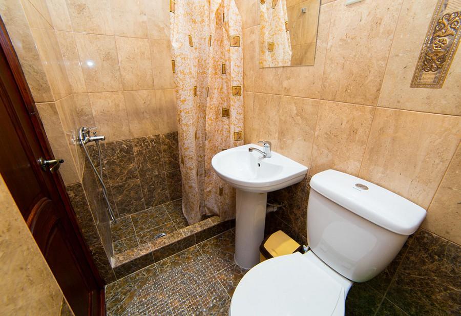 Туалетная комната Стандартного двухместного номера отеля Илиос, Гагра, Абхазия
