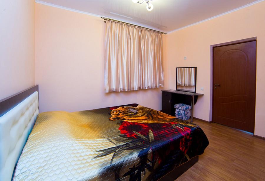 Спальня Стандартного трехместного двухкомнатного номера, Гагра, Абхазия