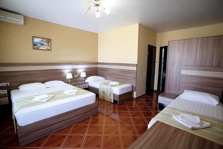 Стандарт четырехместный без балкона в отеле Имера