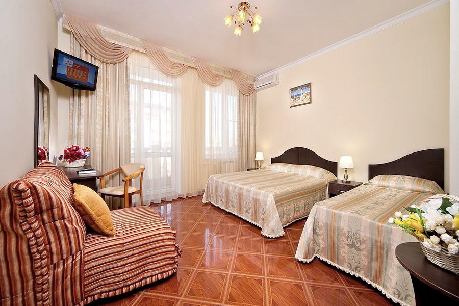 Стандарт четырехместный с балконом в отеле Имера