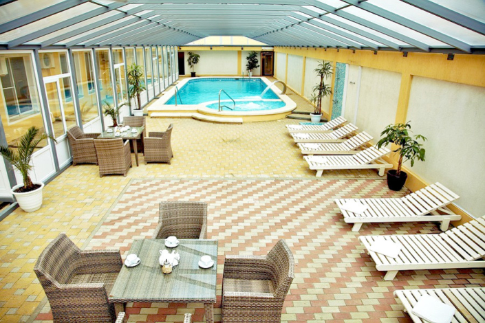 Бассейн с джакузи трансформируемый в крытый отеля Имера