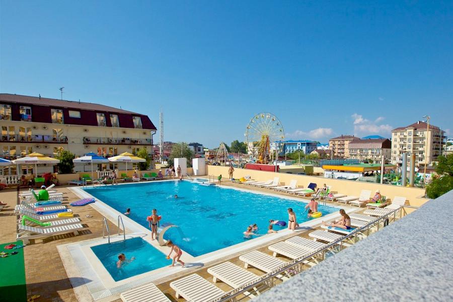 Бассейн открытый с двумя детскими зонами отеля Имера