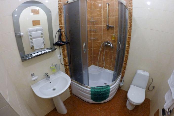 Туалетная комната номера Стандарт в пансионате Империал 2011
