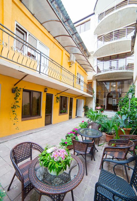 Внутренний дворик отеля Индисан