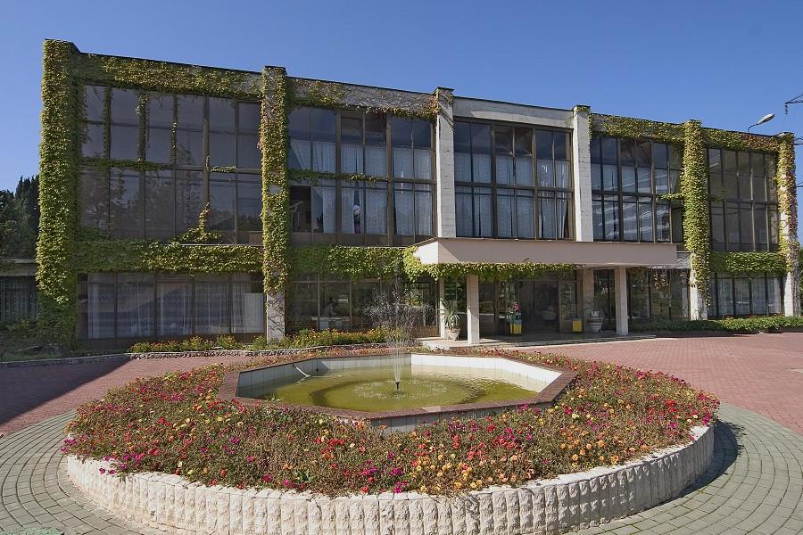Здание бассейна пансионата Изумруд, Сочи