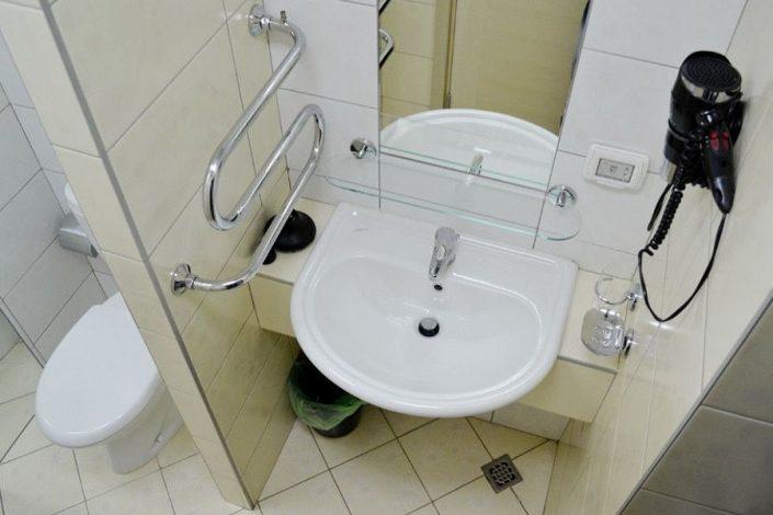 Туалетная комната номера Люкс пансионата Изумруд, Сочи