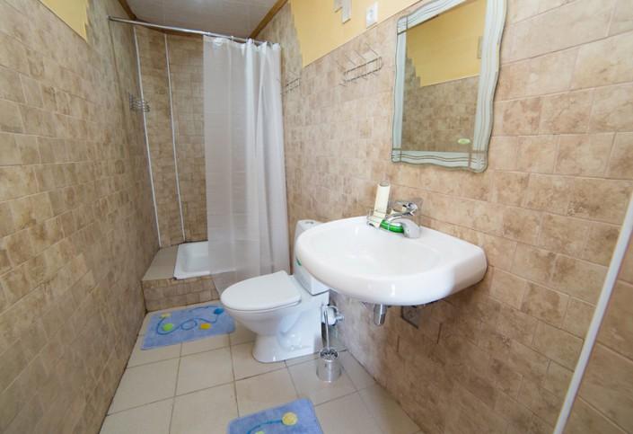 Туалетная комната номера Люкс гостиницы Как дома