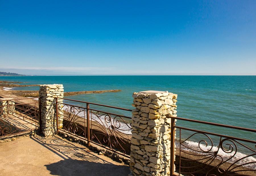 Терраса над набережной и пляжем