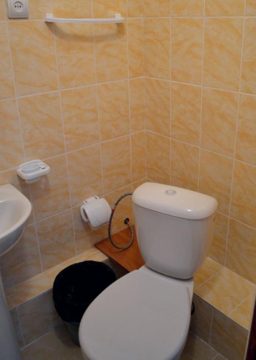 Туалетная комната Стандартного номера с обновленным интерьером в пансионате Кавказ, Гагра, Абхазия
