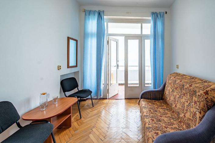 Двухместный двухкомнатный номер в пансионате Кавказ, Гагра, Абхазия