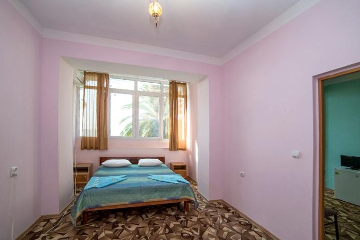 Улучшенный двухместный двухкомнатный номер в пансионате Кавказ, Гагра, Абхазия