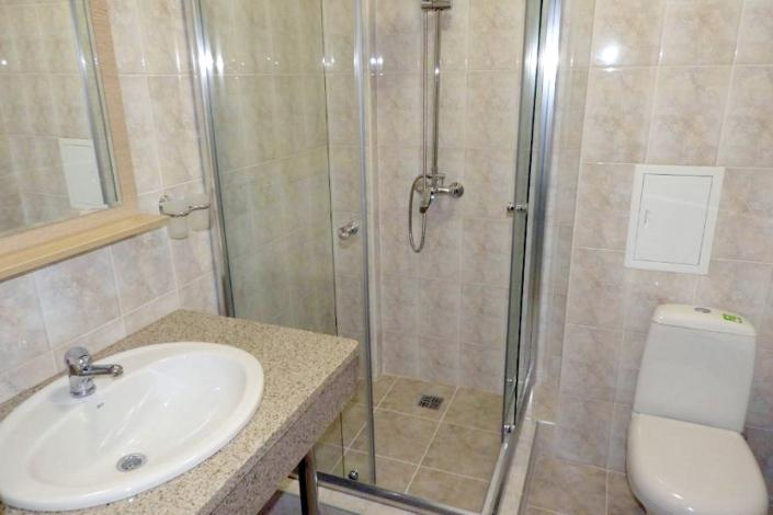 Туалетная комната Стандартного номера в отеле Киараз Арена