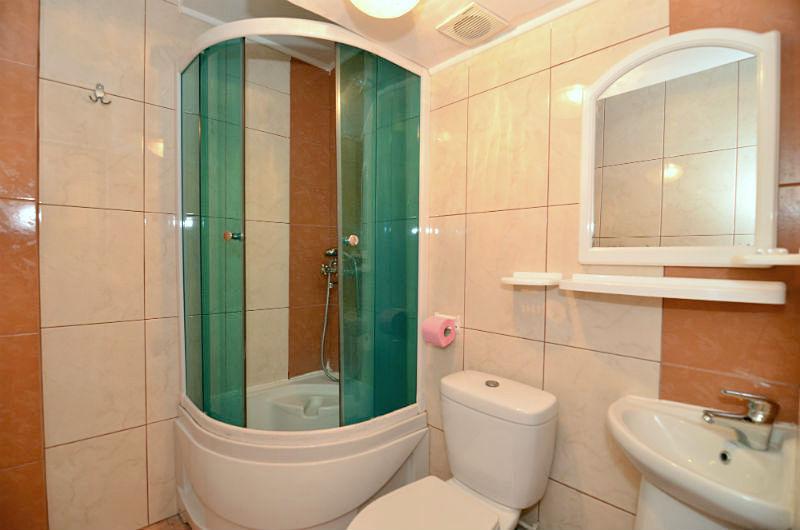 Туалетная комната номера Эконом в санатории Киев