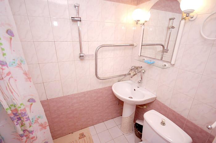 Туалетная комната номера Стандарт двухкомнатный в Корпусе 1, 2 санатория Киев