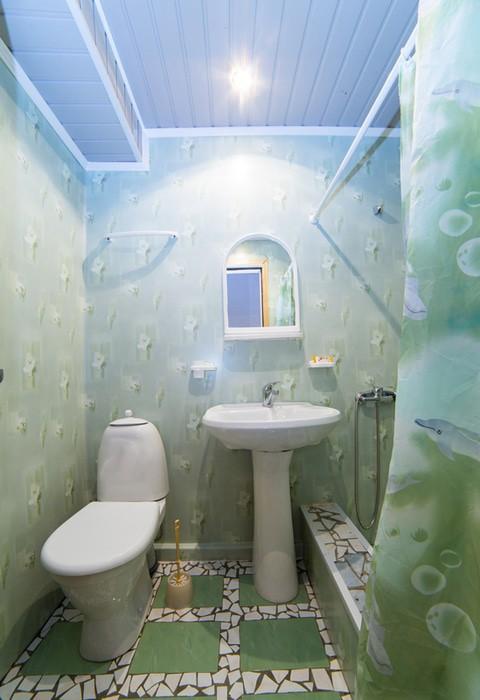 Туалетная комната Улучшенного номера пансионата Колхида