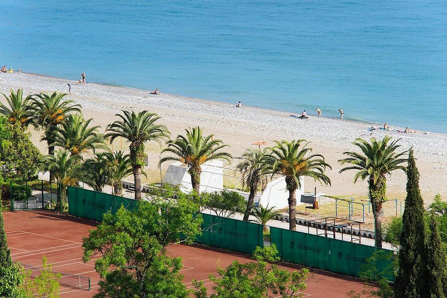 Вид на пляж пансионата Колхида
