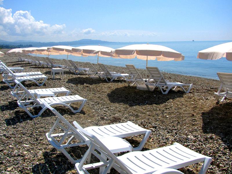 Пляж курортного комплекса Камарит Новый Афон