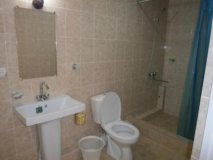 Туалетная комната в 2-х местном номере нового корпуса курсорного комплекса Камарит новый Афон