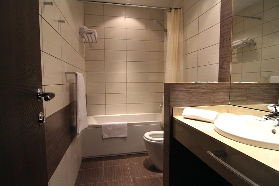 Туалетная комната в номере курортного комплекса Континент Гагра