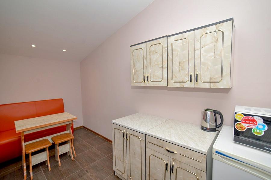 Полулюкс двухместный двухкомнатный с кухней в отеле Корона