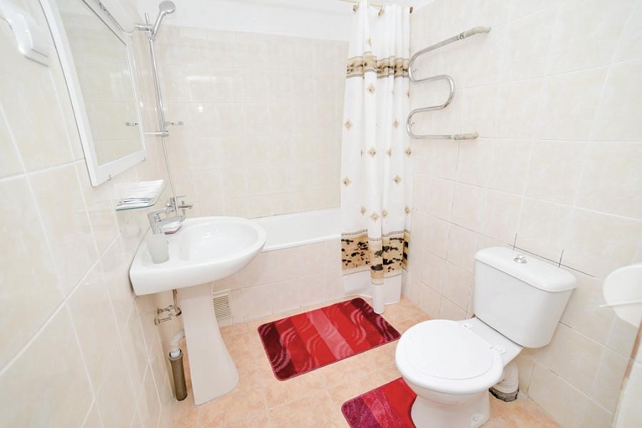 уалетная комната номера Полулюкс двухкомнатный с кухней в отеле Корона