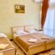 Стандартный трехместный номер гостиницы Кристалл